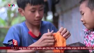 Cặp Lá Yêu Thương  | Cậu bé 14 tuổi, một mình nuôi ba em nhỏ  | VTV24