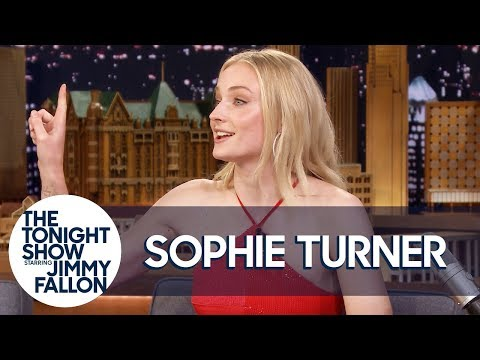 Sansa Vs. Daenerys: Sophie Turner Blames Emilia Clarke For Game Of Thrones Coffee Cup-gate