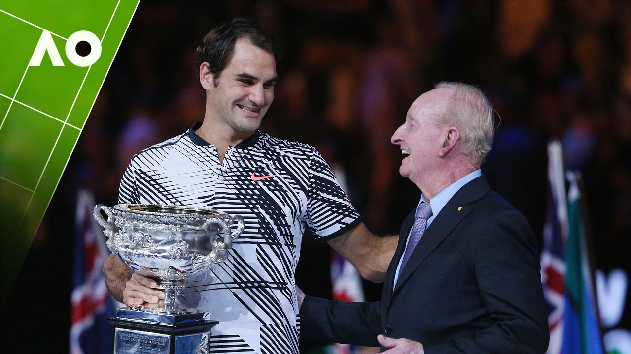 Rod Laver presents the cup to Roger Federer