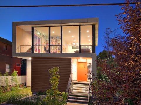 Дизайн двухэтажного дома с террасой на крыше.