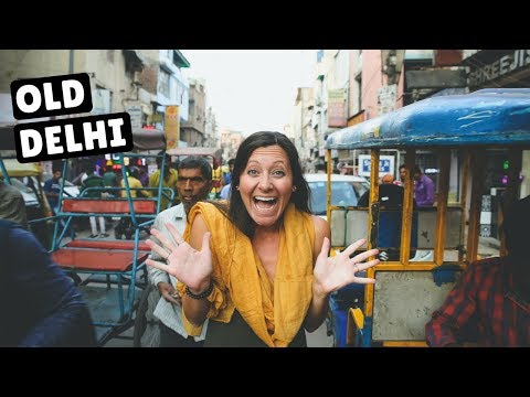 WANDERING THE STREETS OF OLD DELHI | Shopping in Paharganj Market