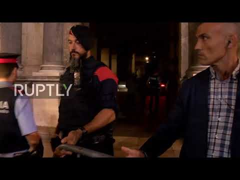 Spain: Politicians arrives at Generalitat ahead of Puigdemont's speech