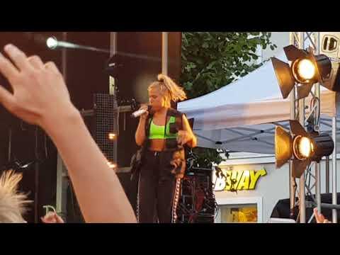 Julie Bergan - Ignite (Live Canal Street Arendal 28.07.2018)
