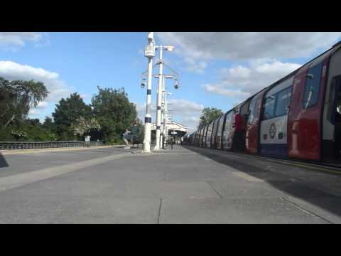 20 Minutes with the Northern Line at Brent cross