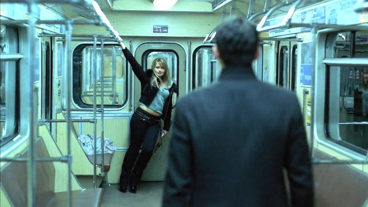 多名男女深夜浪蕩,末班地鐵還下錯站,誤入廢棄站臺,遭遇可怕的食人怪人:狩獵開始!驚悚恐怖片《恐怖地鐵站》