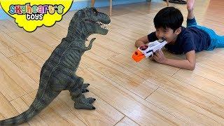 Hunting Dinosaurs inside the House! Skyheart Toys battle T-Rex laser gun nerf war