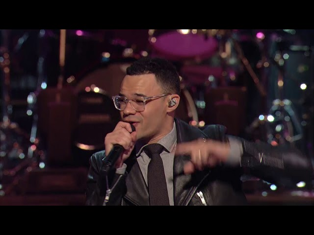 When We Pray (Live) - Tauren Wells