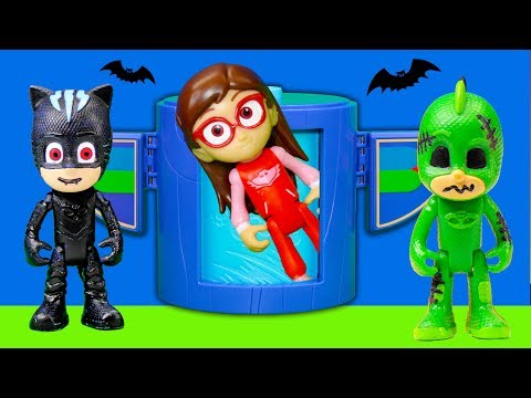 Spooky PJ Masks help Open Blind Bags with Peanuts and Scooby Doo