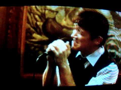 Joseph GordonLevitt sings Karaoke