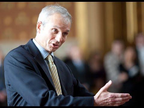 وزير بريطاني يطالب بحظر بيع هواتف محمولة بحجم أصبع اليد  - نشر قبل 33 دقيقة