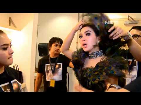 Entertainment News - Kehebohan Syahrini di back stage