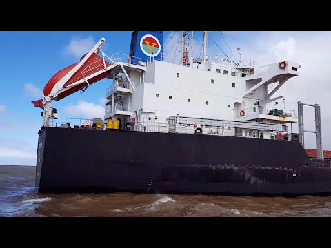 "Pilot Boat ""PAX"" - Pilot disimbarking from ""VTC OCEAN"" //Music: ""THE UNFORGIVEN"" (Guitars) METALLICA"
