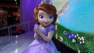 Sofia the First Meet and Greet at D23 Expo, Sofia Dances and Shows Us Her Dress - Disney Junior