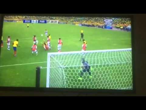 Ecuador vs. Paraguay, poste de Noboa