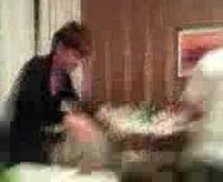 Casalcermelli sorpresa sotto il tavolo youtube - Cosce aperte sotto il tavolo ...