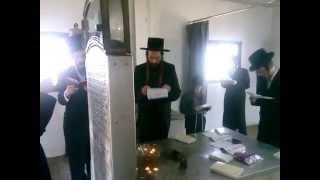 תפילת השלה על ידי אדמור מספינקא בציונו של האמרי יוסף זיע מספינקא ערב ראש חודש סיון תשעה  Spinka