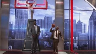 EJ's Neato Stat: Shaq and Kenny Play PIG | Inside the NBA | NBA on TNT