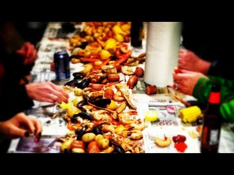 Low Country Seafood Boil with Shrimp, Crabs & Clams - YouTube