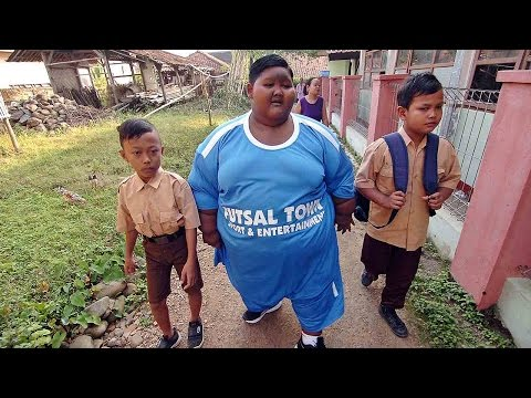 World's Fattest Boy Walks To School As Part Of New Regime