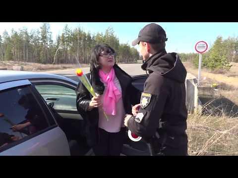 Поліція Луганщини: Поліцейські Луганщини привитали жінок зі святом Весни!