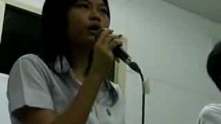 Download lagu Pchy_高中時唱歌的神態