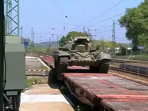 T-72-es harckocsik berakása Tata 2007.
