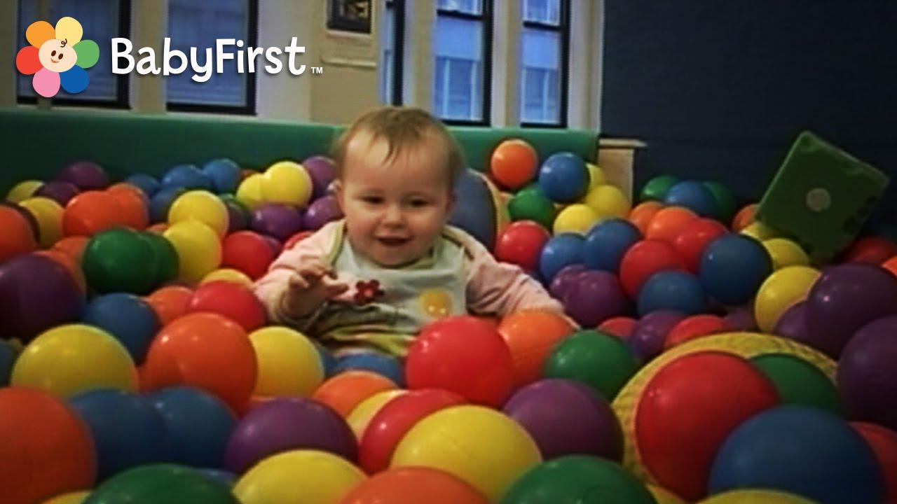 Jugando en la piscina de bolas gymboree videos para for Piscinas de bolas para bebes