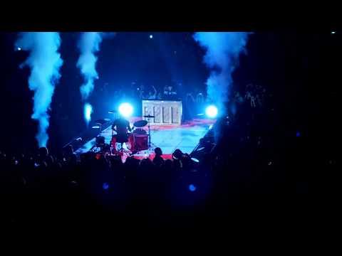 Twenty One Pilots - Old Song Medley * Tour de Columbus 2017 * Schottenstein Center