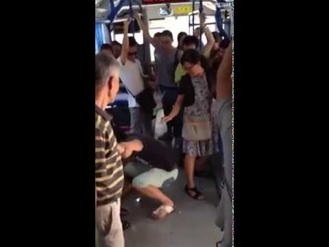 wuhan-A man convicted seat on the bus is not being beaten over the elderly in china