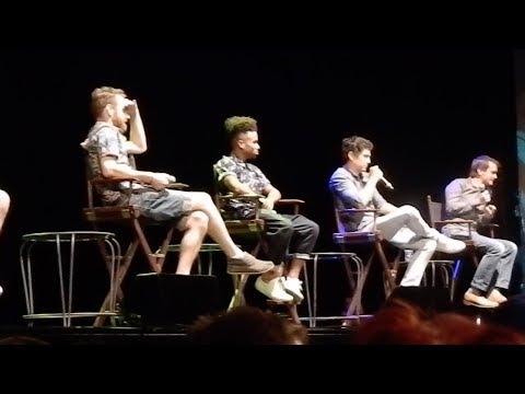 Swish & Flick  Vlog 1  Mugglenet Live Part 1  Panels!