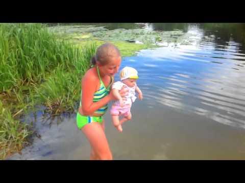 видео голые девочки на речке