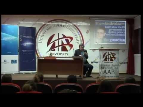 David Leigh, ligjeratë për studentë në Universitetin AAB