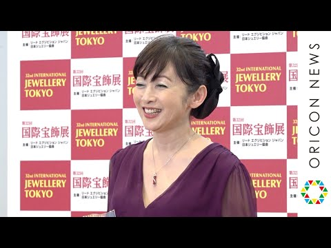 斉藤由貴、デビュー35年目で「ジュエリーベストドレッサー賞」受賞に驚き 誕生日のジュエリーは「自分で買う!」 『第32回 日本 ジュエリー ベスト ドレッサー賞』表彰式