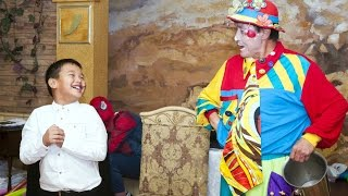 Серик Акбаев шоу программа для детей. Шоу агенство Клоун