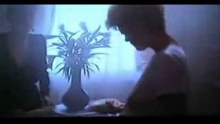 El ansia -The hunger-. Juego vampírico sexual. C. Deneuve, S. Sarandon, David Bowie, Schubert.wmv