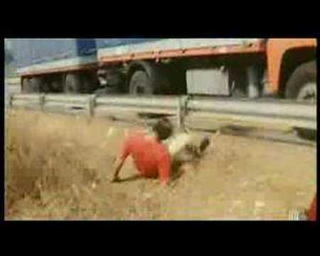 Trailer di Delitto sull'autostrada