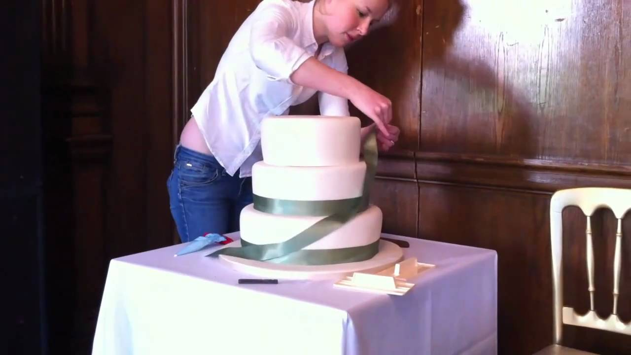 how to make a 5 layer wedding cake the foxy cake co assembling 5 tier wedding cake 15789