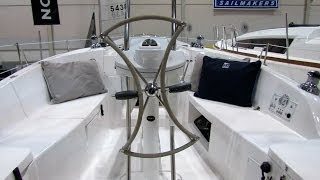 2014 Hunter 33 Sailing Yacht - Interior, Deck, Hull Walkaround - 2014 Toronto Boat Show