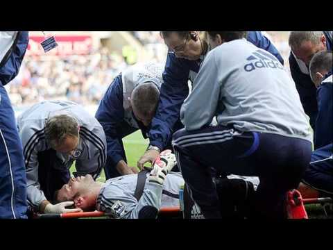 petr cech head injury - YouTube