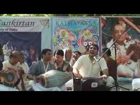 Rathayatra - Amala Kirtan das - Hare Krishna Bhajan - 2/9