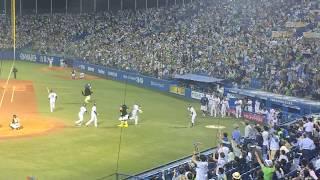 ヤクルト荒木の勝ち越し3ランホームランを現地、神宮球場1塁側から撮...