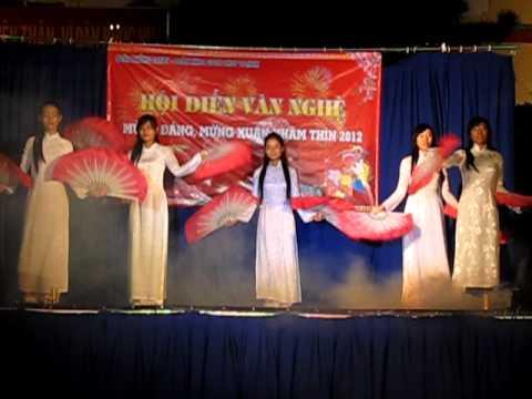 """♥ C2 - 2B ♥ Tiết mục múa """"Thương quá Việt Nam"""""""