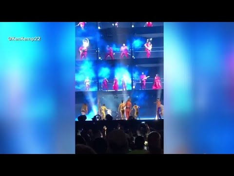Paul - Fan Runs On Stage During Atlanta Beyonce Concert