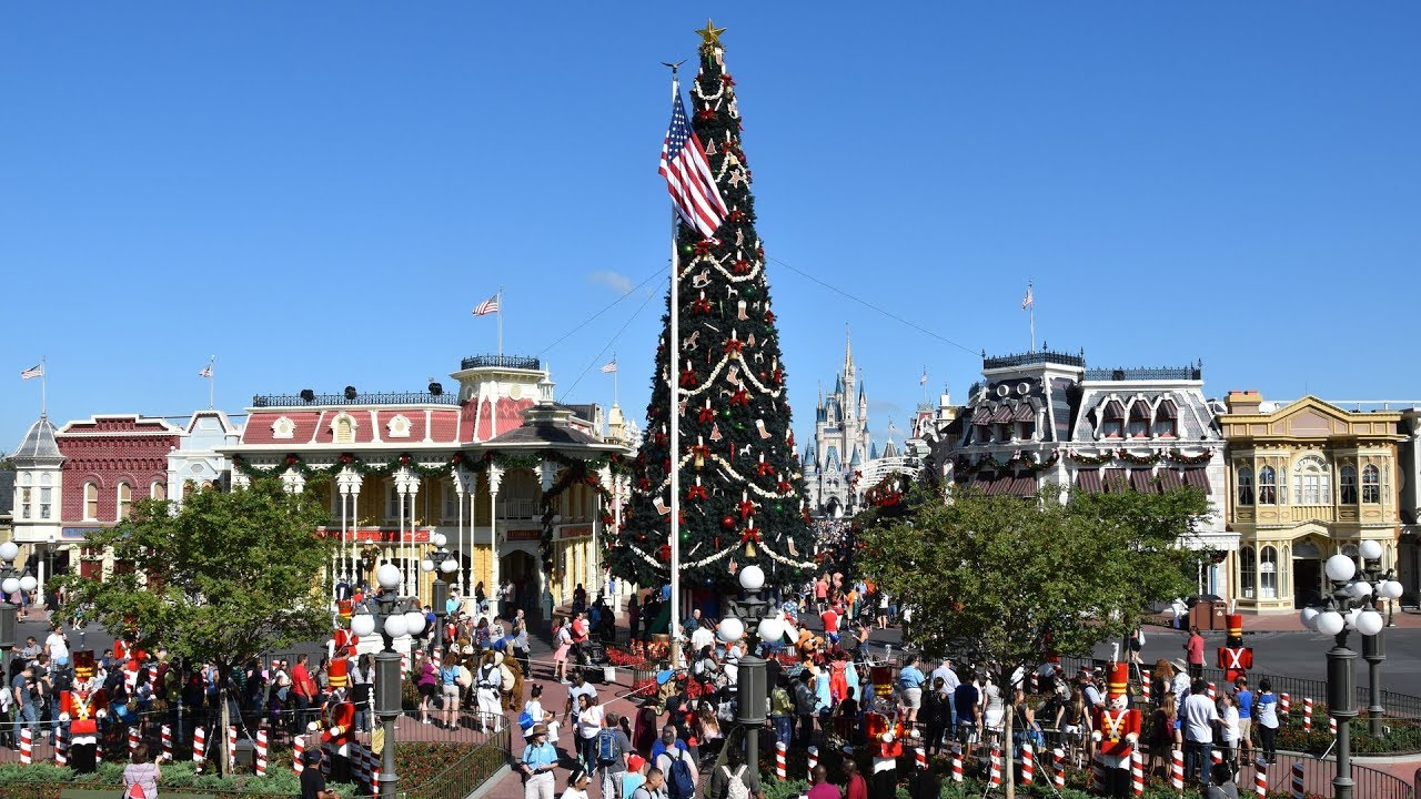 magic kingdom christmas decorations 2017 at walt disney world main street town square and more - When Does Disney Decorate For Christmas 2017