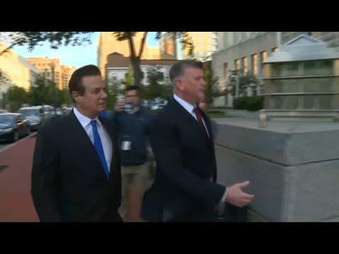 Paul Manafort seen entering FBI field office in Washington DC
