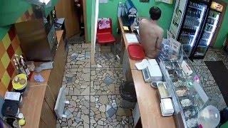 Голый мужик устроил дебош в кафе. Саратов