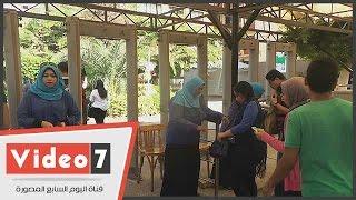 بالفيديو.. زحام لطلاب «عين شمس» أمام بوابات الجامعة فى أول أيام العام الدراسى