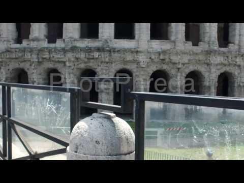 free stock footage / repertorio video immagini generiche /tourists in rome