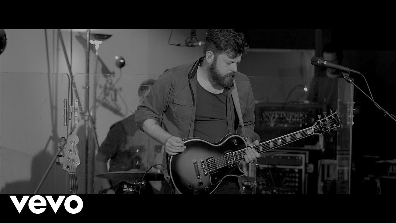 bears-den-red-earth-pouring-rain-live-at-powersound-amsterdam-bearsdenvevo