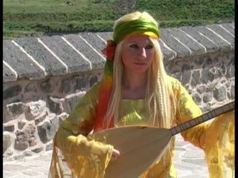 saçlarını taramısın sarı renge boyamısın.ibrahim tatlıses SAÇLARINI TARAMISIN